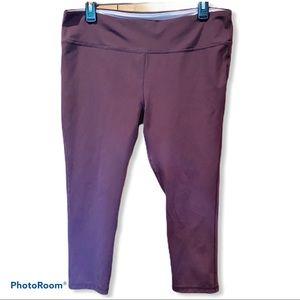16/18 Marika Sport Maroon Capri length leggings
